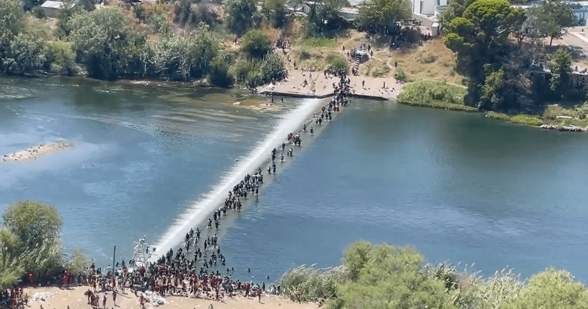 """WATCH: Bill Melugin """"More footage....When the FAA grounded our drones, DPS was willing to get us in the air to show ongoing deteriorating situation at the bridge"""""""
